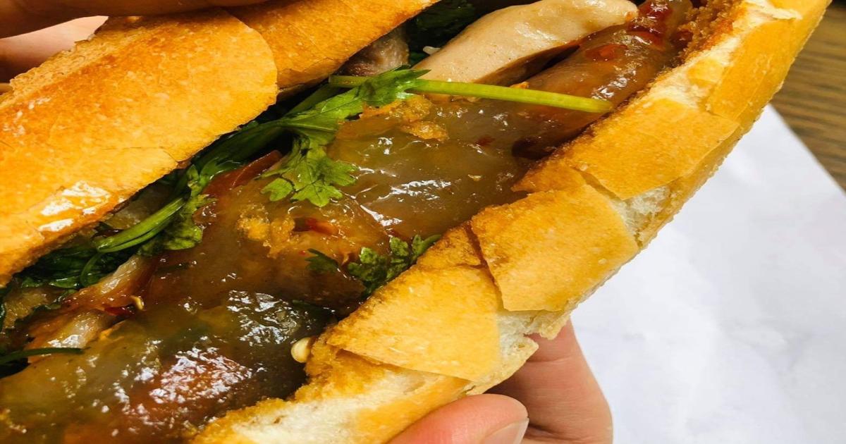 Bánh mì nhân bột lọc độc đáo của miền Trung gây thương nhớ