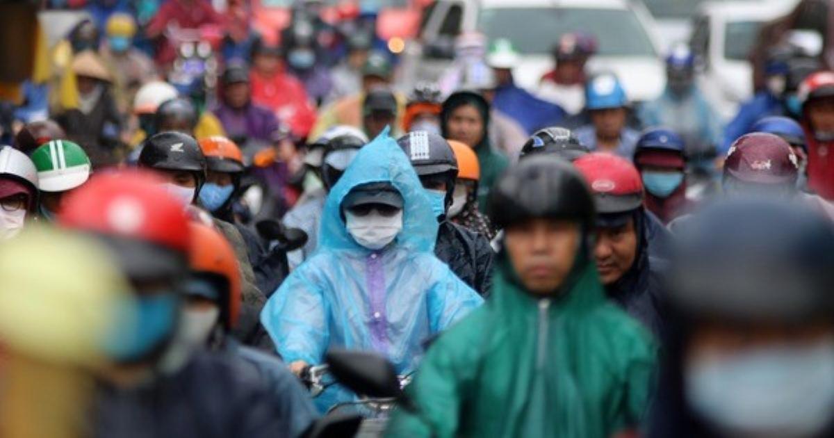 Nhích từng chút trên nhiều cung đường TP HCM dưới cơn mưa giải nhiệt