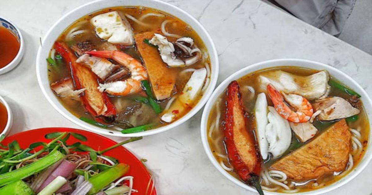 5 món bún nóng hổi hút khách vào chiều mưa ở TP.HCM
