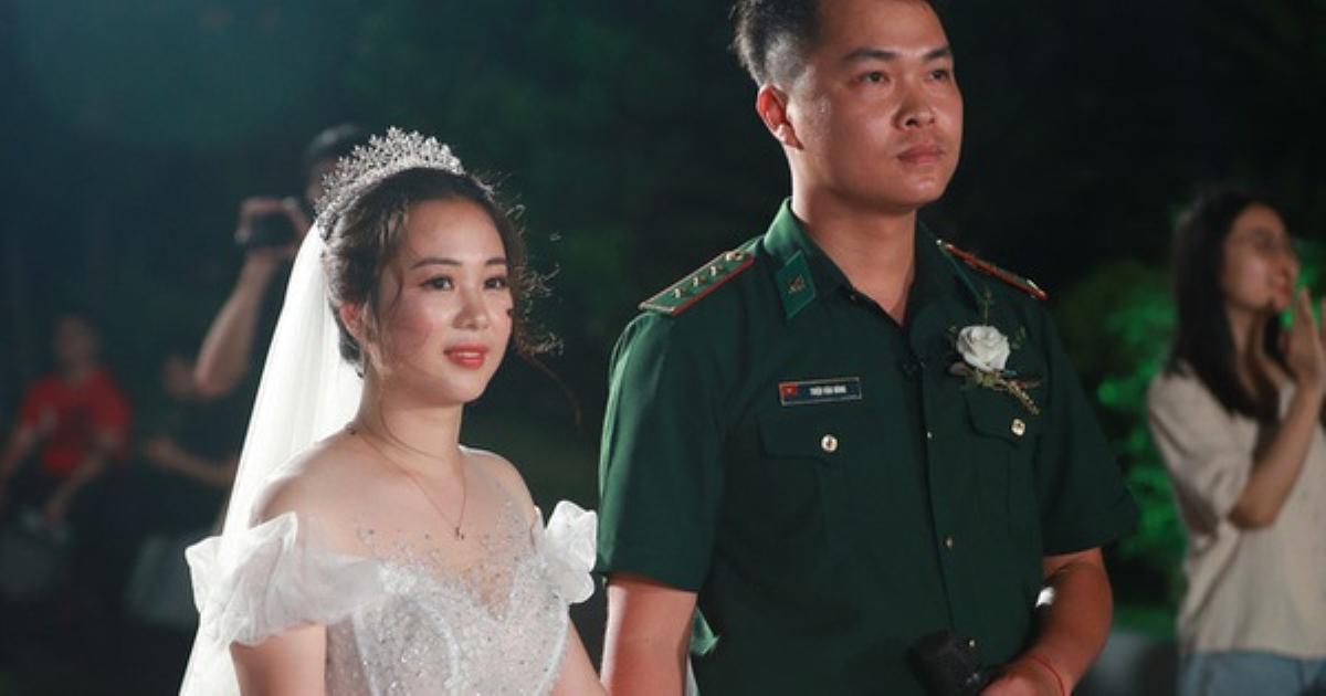 Đám cưới đặc biệt của người chiến sĩ biên phòng và cô giáo mầm non sau khi phải hoãn vì chú rể nhận nhiệm vụ tại tuyến đầu chống dịch Covid-19