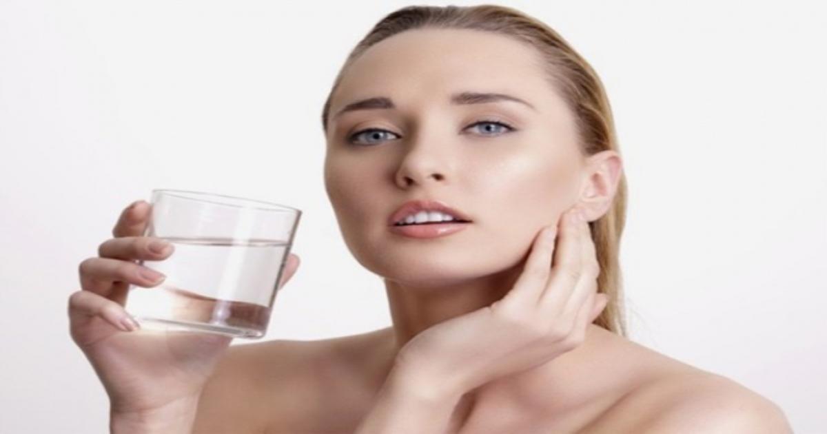 Bí quyết uống nước đúng cách để bảo vệ sức khỏe vàng
