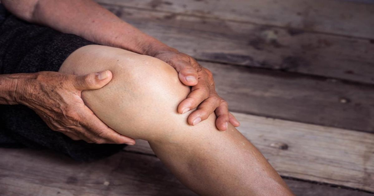 Ngồi xổm hoặc đứng lên ngồi xuống bị đau đầu gối là bị gì ?