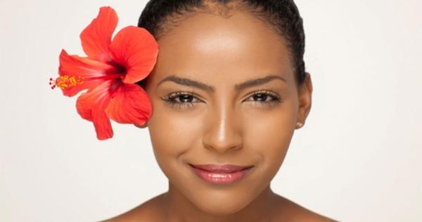 Bí quyết chăm sóc tóc bóng mượt chắc khỏe dễ dàng với lá dâm bụt