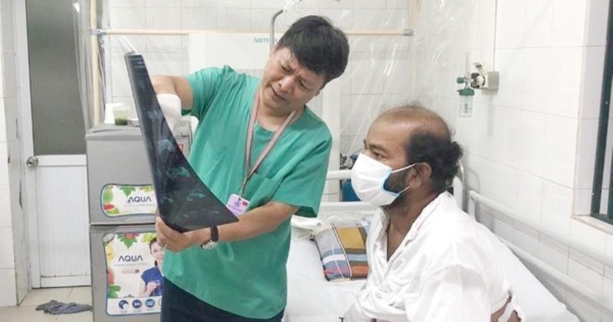 Không tiền, mắc bệnh khi đang đại dịch, bệnh nhân nước ngoài cảm ơn sự chăm sóc y tế tuyệt vời ở Việt Nam