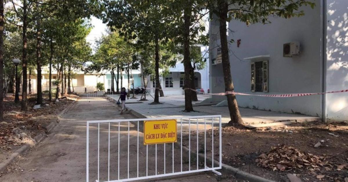NÓNG: Khu cách ly ở Bạc Liêu để lọt người vào bán hàng rong cho bệnh nhân Covid-19