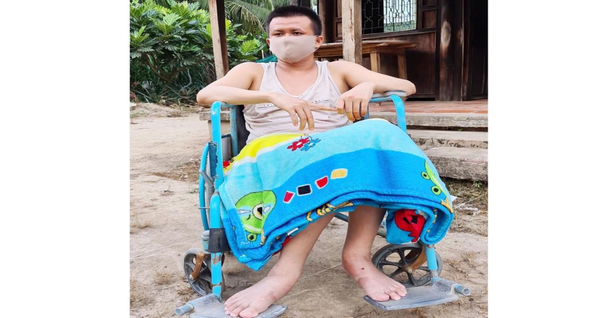 Lá lành đùm lá rách: Té gãy cột sống, không tiền chữa trị