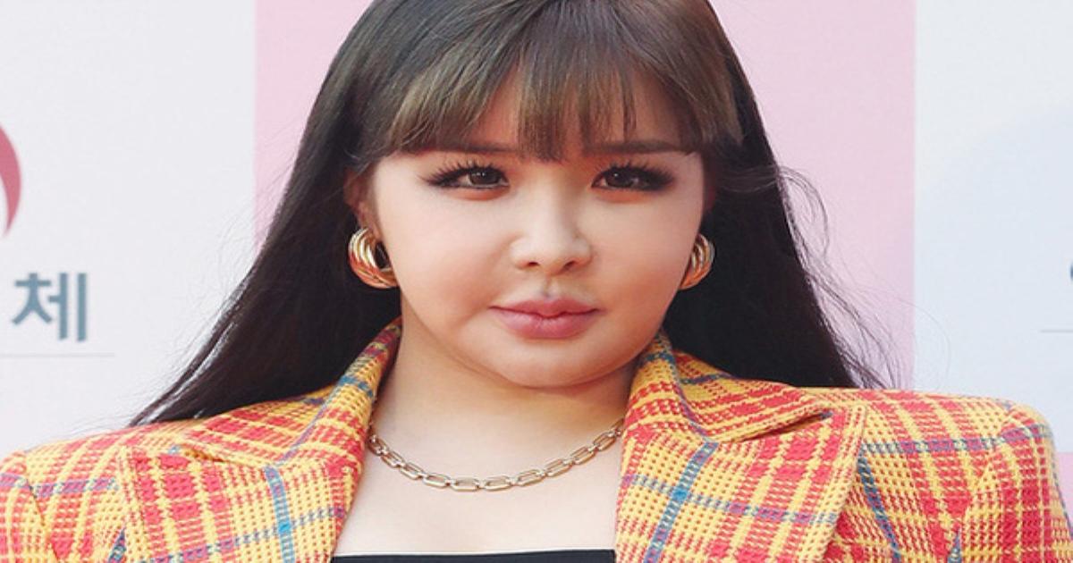 Hơn 1 năm rồi vẫn để Park Bom mắc lại lỗi trang phục chí mạng và thậm chí là trầm trọng hơn xưa, bộ stylist đang đình công hay gì??