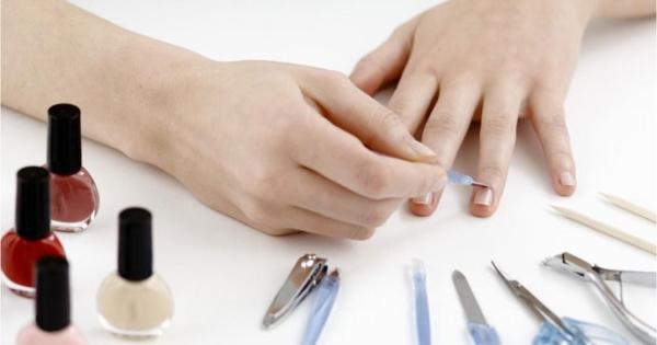 Cách sơn móng tay tuyệt đẹp không gây hại ít người biết