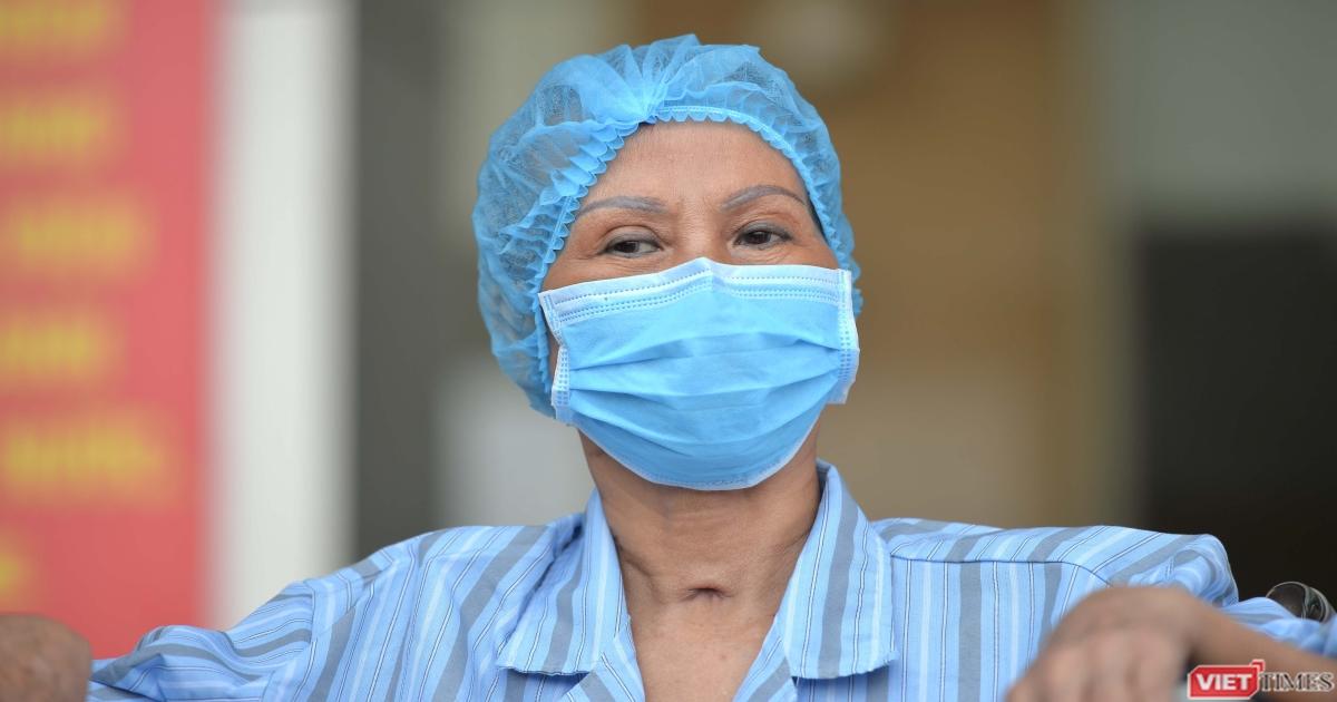 Bác gái bệnh nhân 17 từng nguy kịch vì COVID-19 nói gì khi khỏi bệnh?