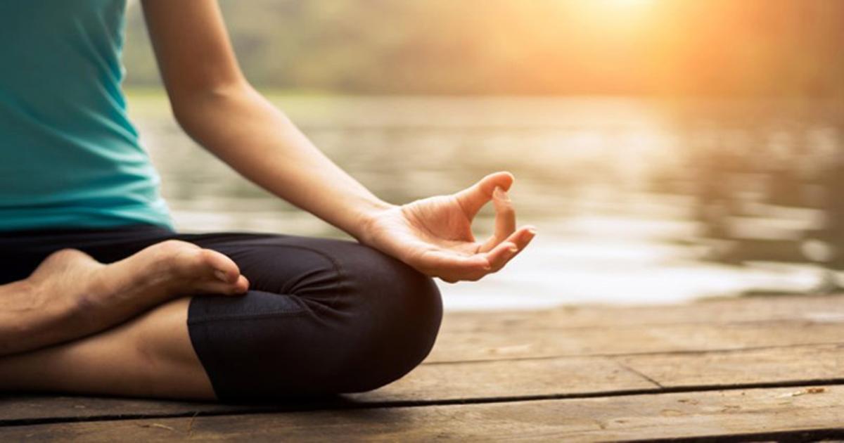 Hướng dẫn tự tập yoga chữa thoát vị cổ tại nhà