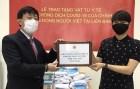 Người Việt tại Nga đón nhận lô khẩu trang y tế do Chính phủ Việt Nam gửi tặng