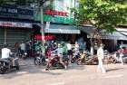 Người Đà Nẵng xếp hàng mua bánh mì: 8 giờ sáng đã treo bảng hết bánh