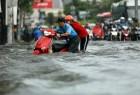 Mưa to chiều nay, người Sài Gòn lội sông trên đường Nguyễn Hữu Cảnh
