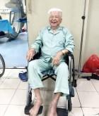 Sau 30 phút bơm xi măng sinh học, cụ ông 98 tuổi vỡ lún đốt sống tự ngồi dậy bình thường