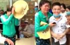 Clip người phụ nữ khóc, vái lạy thanh niên xăm trổ trả lại 10,8 triệu phẫu thuật cho mẹ