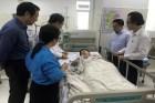 Vụ cây phượng bật gốc: Bốn học sinh nam bị thương nặng, trong đó hai em bị gãy xương tay, chân