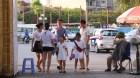 Nắng nóng cao nhất 64 năm qua: Người Hà Nội đổ xô công viên nước giải nhiệt