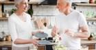 Người cao tuổi nên ăn gì để tăng cường khả năng miễn dịch, chống lại COVID-19?