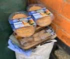 Thực phẩm hết hạn vứt đầy thùng rác sau cơn hoảng loạn tích trữ vì dịch Covid-19