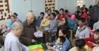 Tặng quà và hướng dẫn bảo vệ sức khỏe tại Tiền Giang, TT-Huế