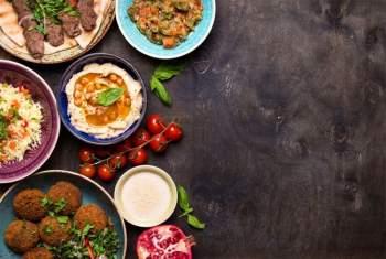 Chế độ ăn Địa Trung Hải: Trong năm 2020, xu hướng dinh dưỡng theo kiểu Hy Lạp đã làm mưa làm gió với những công thức nấu ăn cùng dầu ô-liu siêu nguyên chất, các loại đậu và đỗ. Trong năm mới 2021, những công thức nấu ăn theo kiểu Ả Rập dự kiến sẽ trở nên thịnh hành.