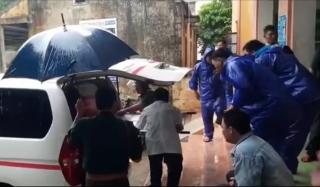 Quảng Bình: Người phụ nữ bị giật do cột điện đổ trong mưa lũ - Ảnh 1.