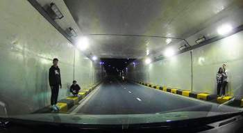Chụp ảnh 'sống ảo' dưới hầm chui sông Hàn: Xử lý nghiêm các trường hợp vi phạm - ảnh 1