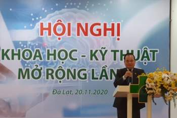 TS-BS Nguyễn Xuân Vinh, Giám đốc Bệnh viện Hoàn Mỹ Đà Lạt chia sẻ thông tin tại Hội nghị Khoa học – Kỹ thuật mở rộng lần thứ VII, do bệnh viện tổ chức.