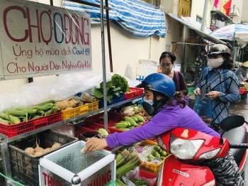 Chợ 0 đồng san sẻ với người lao động nghèo chật vật mùa Covid-19  - ảnh 2