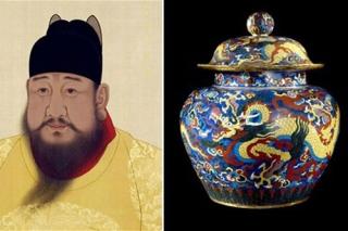 Chiếc bình khảm nạm hình rồng được làm dưới triều đại hoàng đế Tuyên Đức (1426-1435).