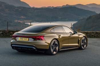 =8. Audi e-tron GT RS (vận tốc tốc đa: 249 km/h).