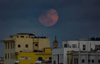 Siêu trăng hồng tại Havana (Cuba).