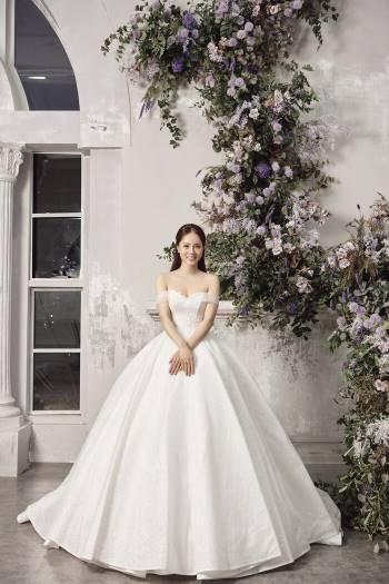 Á hậu Thuỵ Vân và bạn gái NSND Công Lý hóa cô dâu đẹp lộng lẫy Ảnh 3