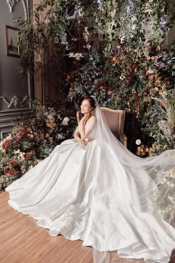 Á hậu Thuỵ Vân và bạn gái NSND Công Lý hóa cô dâu đẹp lộng lẫy Ảnh 8