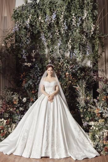 Á hậu Thuỵ Vân và bạn gái NSND Công Lý hóa cô dâu đẹp lộng lẫy Ảnh 7