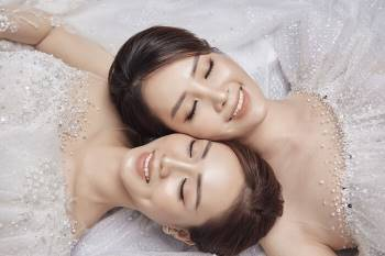 Á hậu Thuỵ Vân và bạn gái NSND Công Lý hóa cô dâu đẹp lộng lẫy Ảnh 14