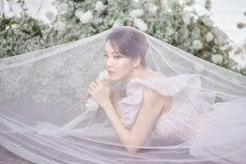 Á hậu Thuỵ Vân và bạn gái NSND Công Lý hóa cô dâu đẹp lộng lẫy Ảnh 9