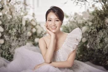 Á hậu Thuỵ Vân và bạn gái NSND Công Lý hóa cô dâu đẹp lộng lẫy Ảnh 11