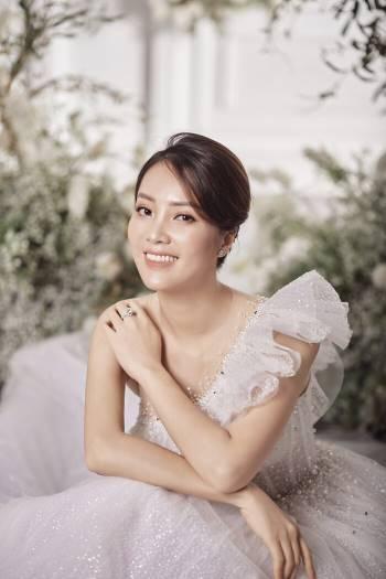 Á hậu Thuỵ Vân và bạn gái NSND Công Lý hóa cô dâu đẹp lộng lẫy Ảnh 12