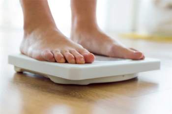 Giúp giảm cân: Thời gian bạn tiếp xúc với ánh sáng có thể ảnh hưởng đến cân nặng của bạn. Những người tiếp xúc với ánh sáng chủ yếu vào buổi sáng có chỉ số khối cơ thể (BMI) thấp hơn những người tiếp xúc với ánh sáng nhiều hơn vào buổi chiều.