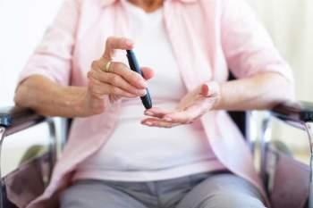 Giúp cải thiện mức đường huyết ở người mắc tiểu đường: Việc thức khuya có hại cho đường huyết của bạn. Nghiên cứu cho thấy những người có đồng hồ sinh học lệch so với tự nhiên dễ mắc các bệnh như tiểu đường, bệnh động mạch vành, và hội chứng trao đổi chất./.