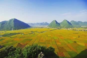 Thung lũng Bắc Sơn với địa hình bằng phẳng, rộng lớn; những dòng suối uốn lượn qua các cánh đồng lúa vào mùa gặt nên vẻ đẹp khó quên với du khách.