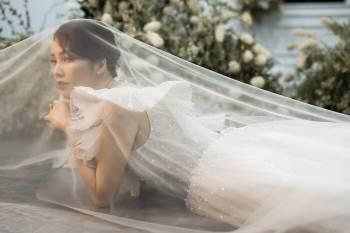 Á hậu Thuỵ Vân và bạn gái NSND Công Lý hóa cô dâu đẹp lộng lẫy Ảnh 10