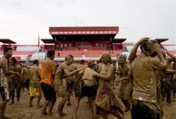 Những lễ hội lạ lùng nhất Trung Quốc 4