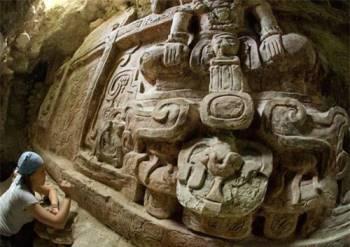 Phát hiện phù điêu cổ khủng của người Maya - 1
