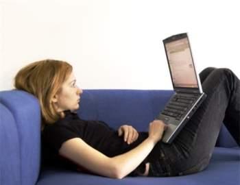 Tư thế sử dụng máy tính gây hại cho sức khỏe