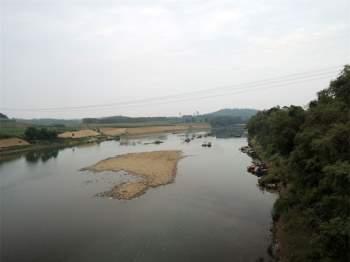 Tàu thuyền chỉ đi lại được ở hạ lưu khoảng 96 km (đoạn Ngã Ba Đầu-Bản Don).Tàu thuyền chỉ đi lại được ở hạ lưu khoảng 96 km (đoạn Ngã Ba Đầu-Bản Don). Ảnh: Thanh Sơn HP.