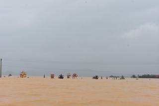 Nước lũ cuốn trôi người phụ nữ ở Quảng Bình - Ảnh 1.