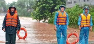 Mưa lớn diện rộng, huyện miền núi Quảng Trị di dời hơn 1000 hộ dân - Ảnh 1.