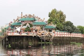 Rằm tháng Giêng Tân Sửu 2021: Hàng dài người Sài Gòn cầu an ở ngôi miếu cổ trên sông - ảnh 1
